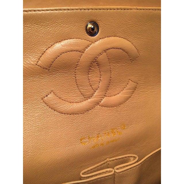 Chanel Vintage Tan 10 Inch 2.55 Double Flap Classic Shoulder Bag For Sale - Image 9 of 12