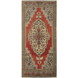 Traditional Rug with Medallion Design - 5'4'' x 12'6'' For Sale