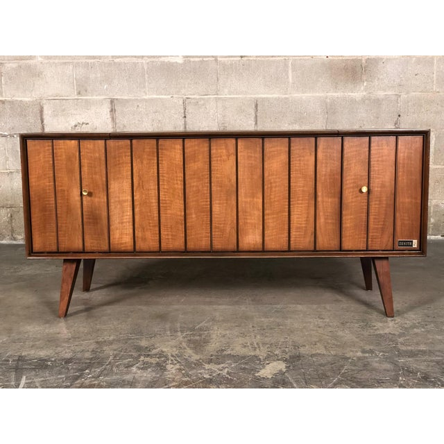 Zenith Mid-Century Modern Stereo Console / Radio / Record Player / TV Stand