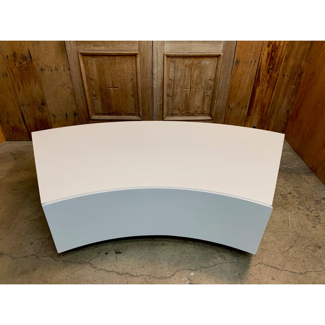 Mid-Century Modern Milo Baughman Floating Curved Sofa End Table For Sale In Los Angeles - Image 6 of 10