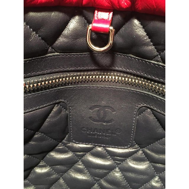 514d6a5ffc35 Chanel Red and Navy Puffy Leather Cocoon Tote Bag For Sale In New York -  Image