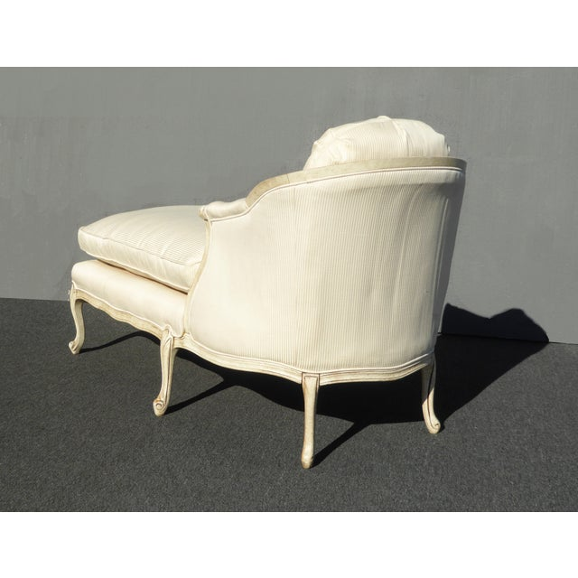 1970s Vintage French Provincial Style White Chaise Lounger Settee For Sale - Image 4 of 12