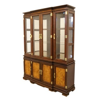 Late 20th Century Vintage Universal Furniture Chinoiserie Style Display Cabinet For Sale