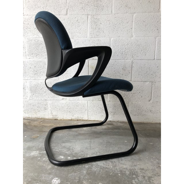 Vintage 1990s Herman Miller Avian Sled Base Side Chairs (A Pair) For Sale In Miami - Image 6 of 13