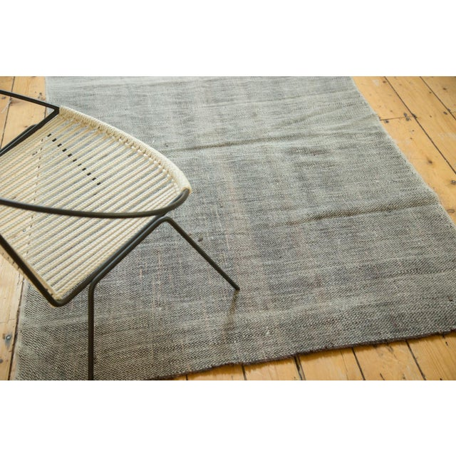 Thick blanket-like texture with mini herring bone aesthetic. Based on weaving technique and appearance of foundation...