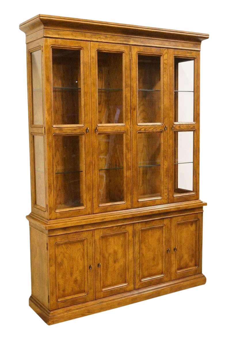 Exceptionnel Late 20th Century Vintage Henredon Artefacts Collection China Cabinet For  Sale