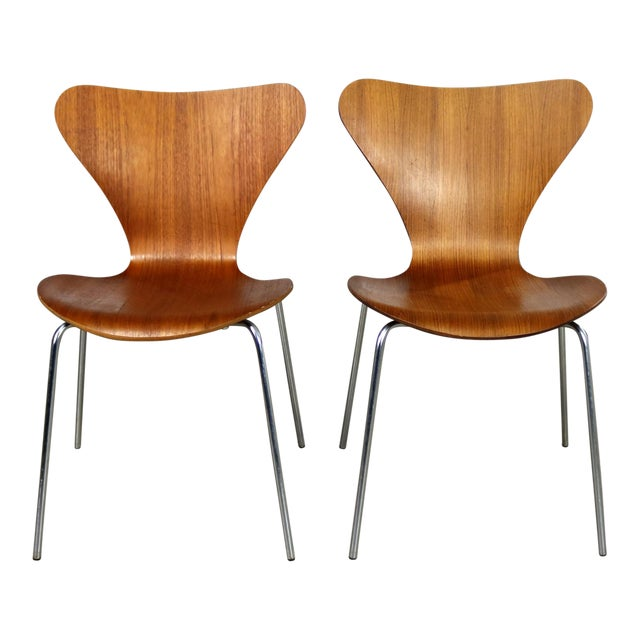 Series 7 Chairs by Arne Jacobsen for Fritz Hansen Vintage MCM Molded Teak a Pair For Sale