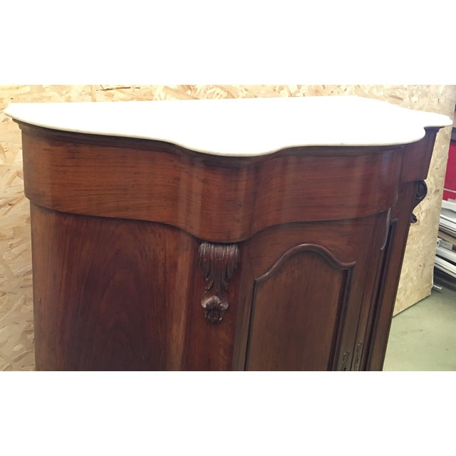 19th Century Walnut and White Marble Linen Press With One Door For Sale - Image 4 of 12
