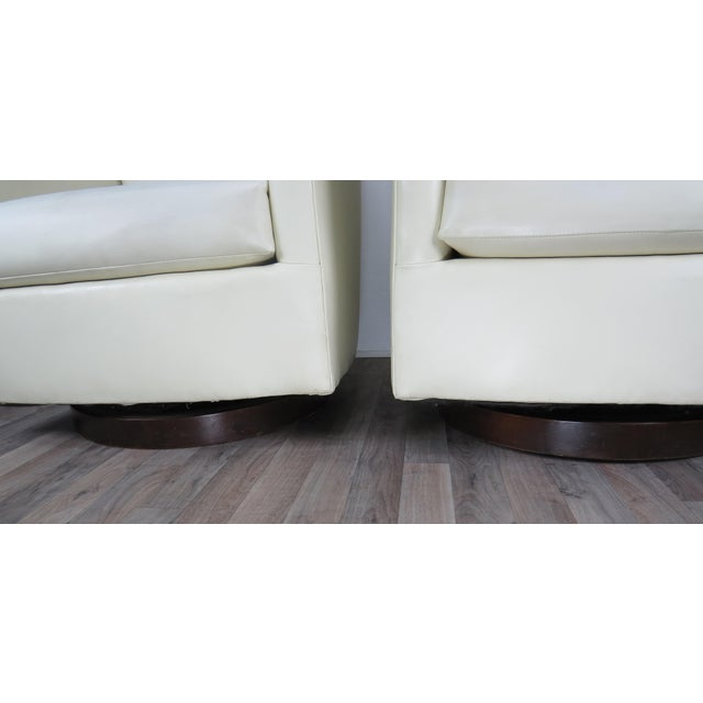 1970s Mid-Century Modern White Vinyl Swivel Chairs - a Pair For Sale - Image 4 of 13