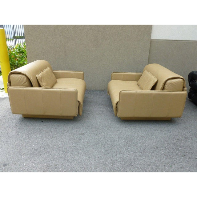 """1980s Pair of De Sede of Switzerland """"1986"""" Oversized Modern Leather Chairs For Sale - Image 5 of 13"""