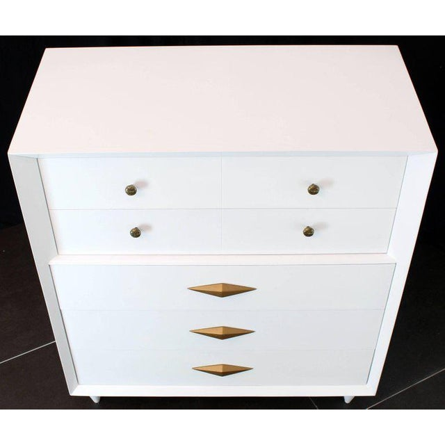 Lacquer 1970s Mid-Century Modern White Lacquer Deco High Chest Dresser With Diamond Pulls For Sale - Image 7 of 11