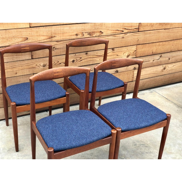 Danish Modern Danish Expandable Draw-Leaf Table & Vamo Sønderborg Chairs - Set of 5 For Sale - Image 3 of 10