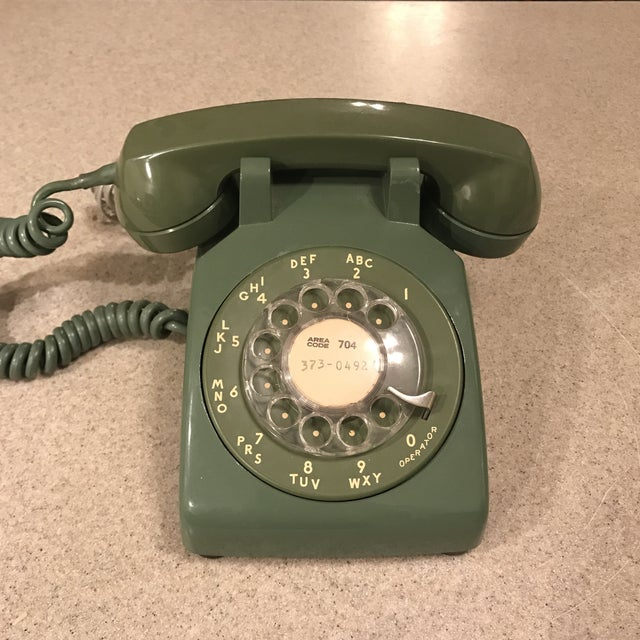 Vintage Western Electric Moss Green 500 Rotary Phone Phone is untested for functionality. Very cool display piece either...