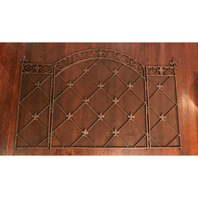 Early 19th Century Antique French Wrought Iron Arched Fleur De Lis Folding Three Panel Fireplace Screen For Sale - Image 5 of 9