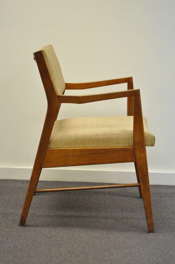 Danish Modern Vintage Mid Century Modern Walnut Office Desk Arm Chair  Danish Style Gunlocke For Sale