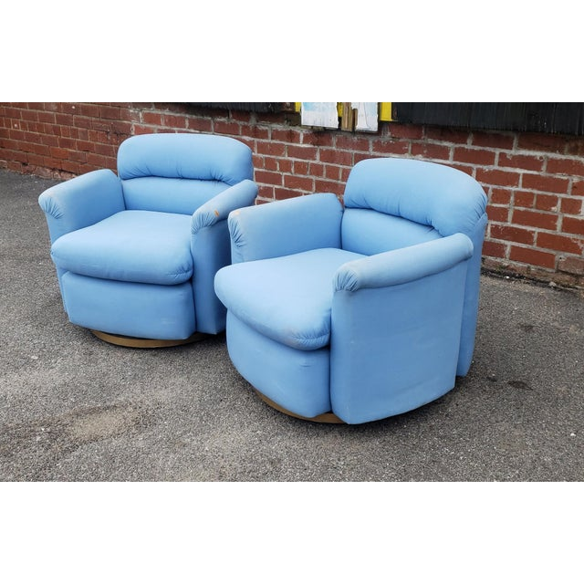 This is a really nice looking pair of vintage 1970s Contemporary swivel club armchairs in the style of Thayer Coggin, not...