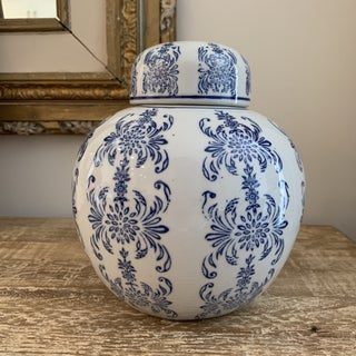 Blue and White Chinese Porcelain Ginger Jar Preview