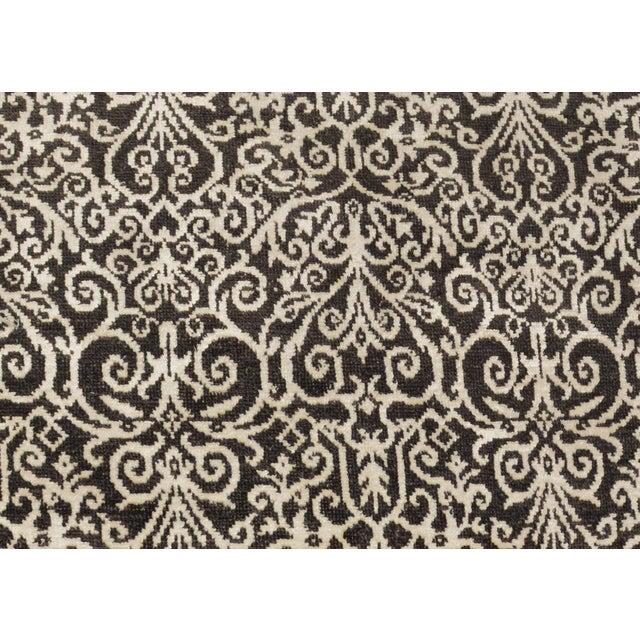 Kafkaz Peshawar Cyrena Charcoal & Ivory Wool & Viscouse Round Rug - 5'10 X 6'0 For Sale - Image 4 of 8