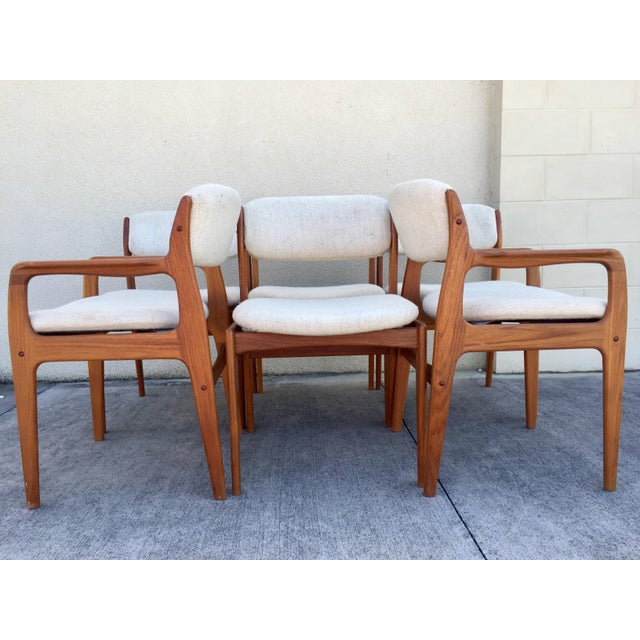 Exceptionally handsome set of six Danish Modern teak dining chairs. Distinguishing features included beautifully sculpted...