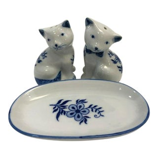 Vintage Porcelain Cat Salt and Pepper Shakers With Tray - Set of 3 For Sale
