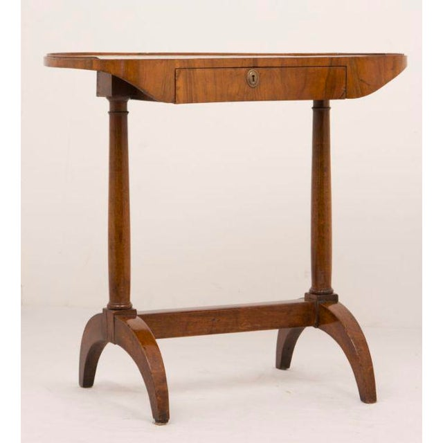 French 19th Century French Directoire Walnut Kidney Shaped Table For Sale - Image 3 of 7