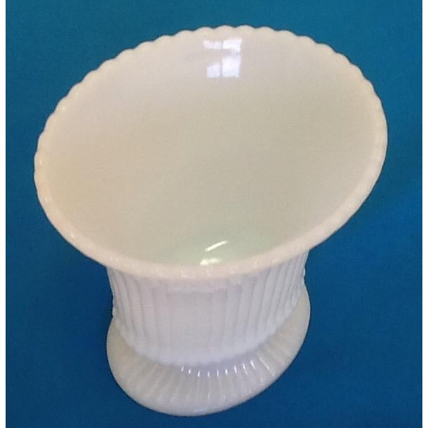 Small Vintage Milk Glass Vase - Image 3 of 5