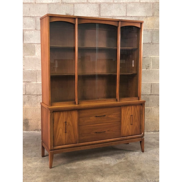Mid-Century Modern China Cabinet / Display Case / Bookcase For Sale - Image 9 of 9