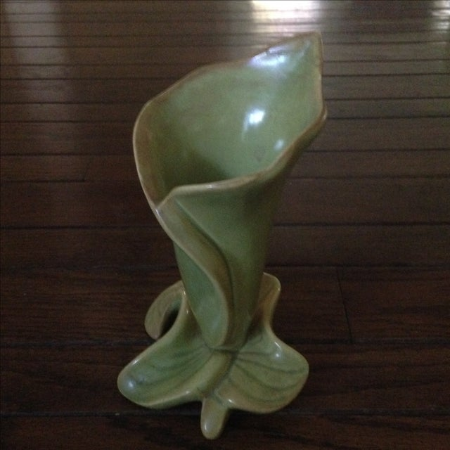 Mid-Century Lily & Leaf Ceramic Vase - Image 3 of 11