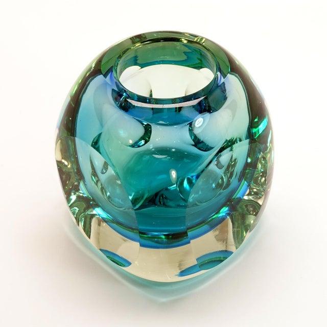 Flavio Poli Mid-Century Modern Flavio Poli Seguso Murano Blue Faceted Orb Paper Weight For Sale - Image 4 of 9