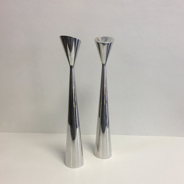 1990s Nambe Studio Pair of Modernist Polished Metal Candlesticks For Sale - Image 5 of 6