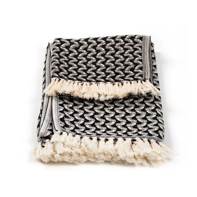 Silent Ripple Handmade Organic Cotton Towel in Charcoal For Sale - Image 4 of 8