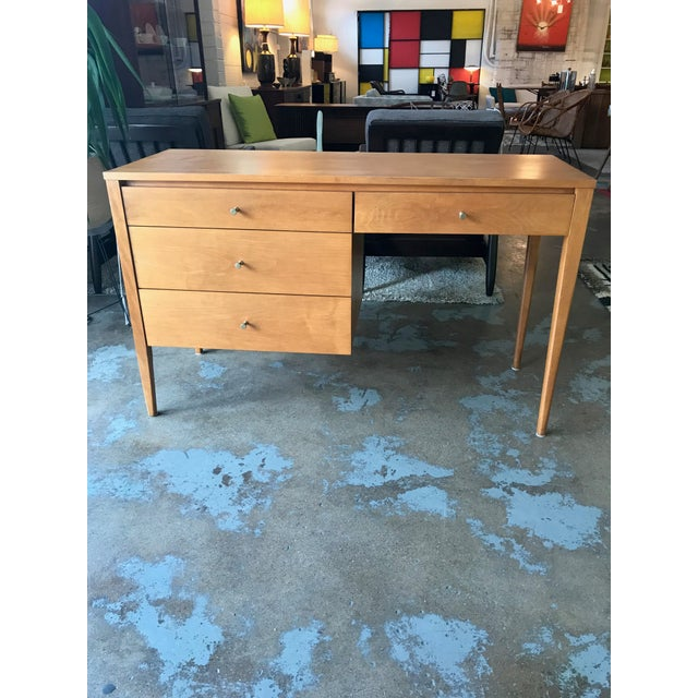 This is an amazing mid-century writing desk by Paul McCobb Planner Group. It has a very simple, minimalist design with 4...