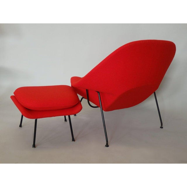 Mid-Century Modern Early Production Eero Saarinen for Knoll Womb Chair With Ottoman For Sale - Image 3 of 5