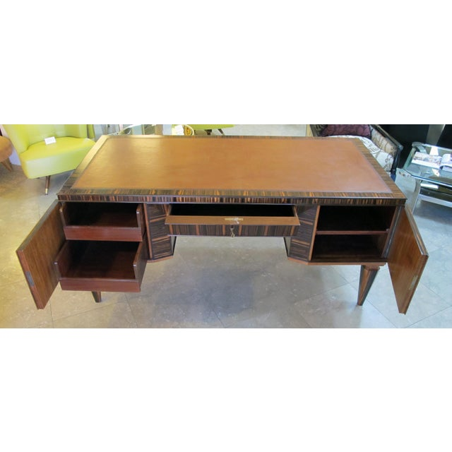 A Handsome and Boldly-Scaled French Art Deco Macassar-Veneered Pedestal Desk For Sale - Image 4 of 8
