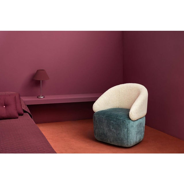 Agora petit chair by Pepe Albargues Dimensions: 75 x 70 x 65 cm Available in different colors Inspired by the volumes of...