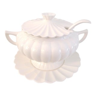 1980s White Scalloped Design Ceramic Soup Tureen W/Ladle - Set of 4 For Sale