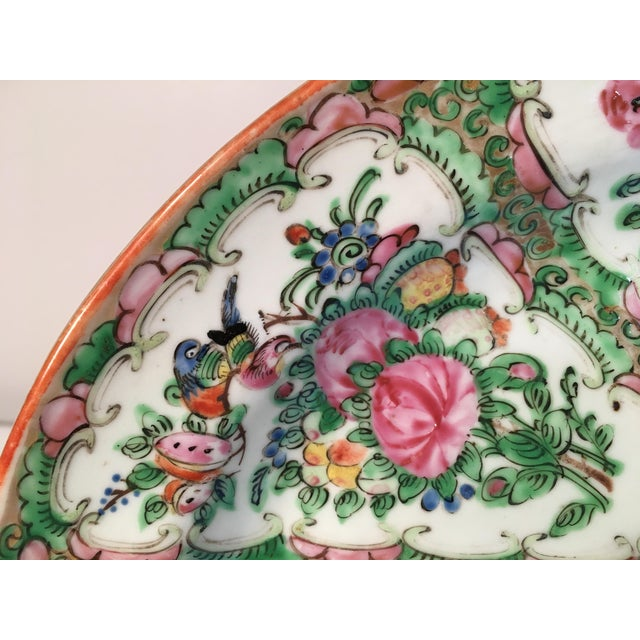 Asian 19th Century Chinese Rose Medallion Platter For Sale - Image 3 of 9