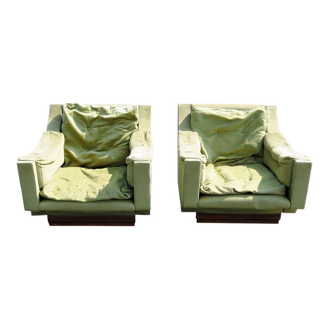 Pair of Mid Century Modern Lounge Chairs For Sale