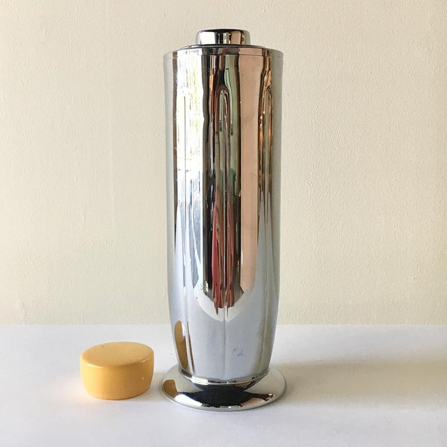 An American Art Deco Metal Cocktail Shaker with Bakelite Top by Manning Bowman 1930s stamped to underside