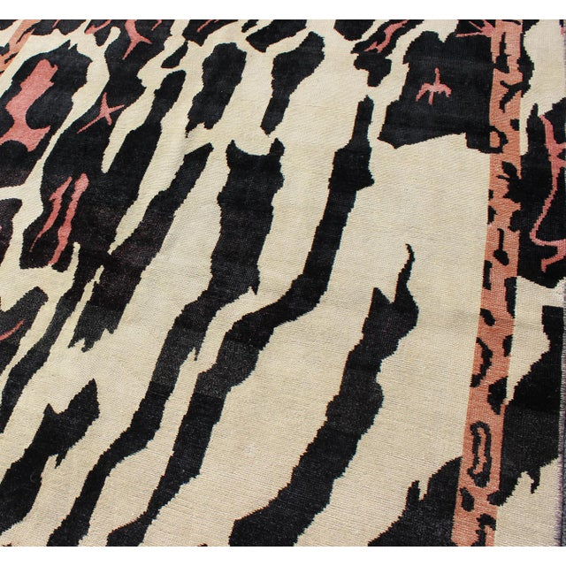 Keivan Woven Arts Zebra Print Mid-Century Modern Design Rug- 4′7″ × 7′6″ For Sale In Atlanta - Image 6 of 12