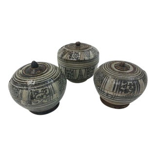 14th-16th Century Siamese Sawankhalok Pots With Lids - Set of 3 For Sale