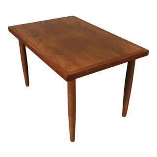 Mid-Century Modern Walnut Side Table / Nightstand For Sale