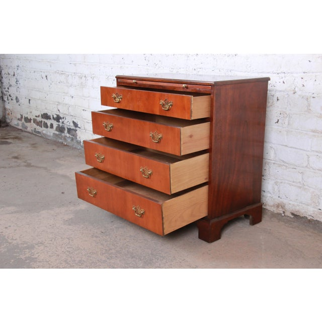 Baker Furniture Georgian Mahogany Four-Drawer Bachelor Chest or Commode For Sale - Image 9 of 13