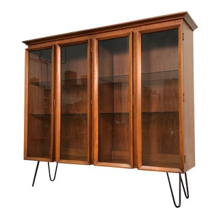 Mid-Century Modern Display Case With Lights & Hairpin Legs For Sale