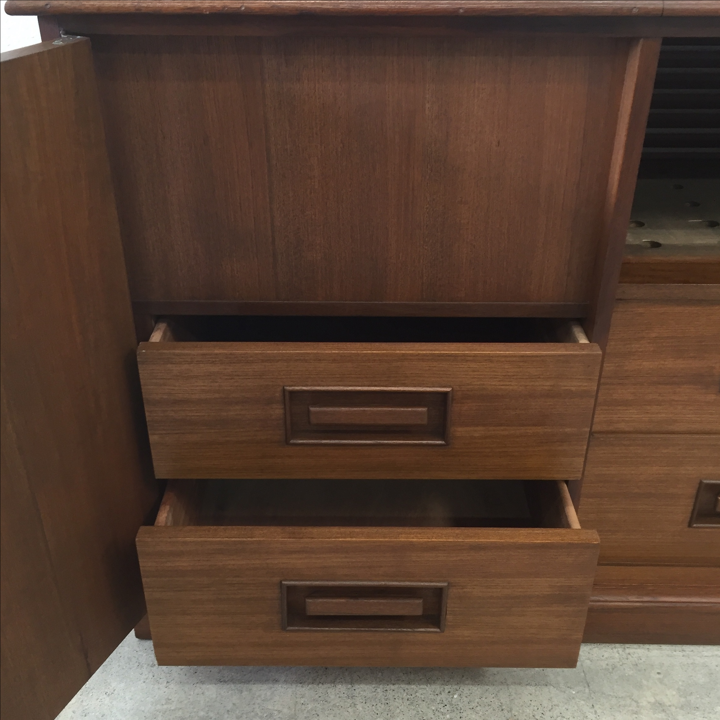 Mid Century Credenza Stereo Cabinet   Image 6 Of 11