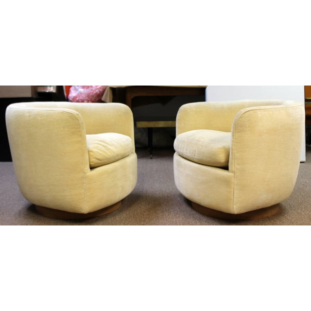 Mid-Century Modern Mid-Century Modern Baughman Thayer Coggin Pair of Plinth Base Swivel Tub Chairs For Sale - Image 3 of 10