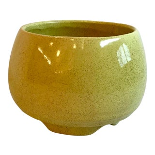 Vintage Mid Century Yellow Gold Speckled Finish Ceramic Planter For Sale