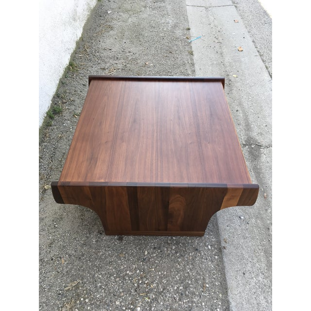1970s Mid-Century Modern John Keal for Brown Saltman Walnut Coffee Table For Sale - Image 9 of 10