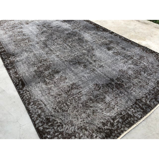 1960s Turkish Vintage Wool Dark Gray Rug - 5′5″ × 9′3″ For Sale - Image 5 of 11