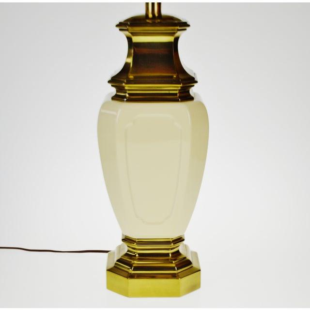 Mid-Century Modern Vintage Stiffel Porcelain & Brass Table Lamp For Sale - Image 3 of 10